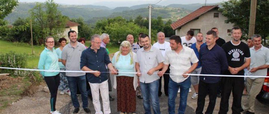 Otvoren put u bosanskokrupskom zaseoku Točak čiju su izgradnju finansirali Općina i mještani