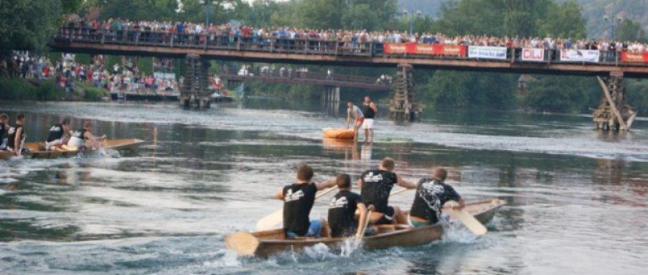 Memorijalni spust unskih lađara 9., a tradicionalna utrka i skokovi s drvenog mosta 15. i 16. jula