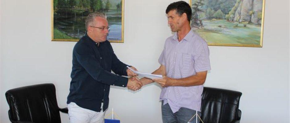 Potpisan ugovor za čišćenje i uređenje potoka Baštra u Bosanskoj Krupi